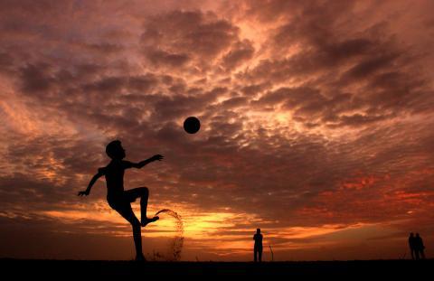 żonglowanie piłki nożnej